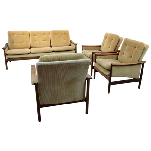 Modern And Sleek Cushioned And Upholstered Sofa Set